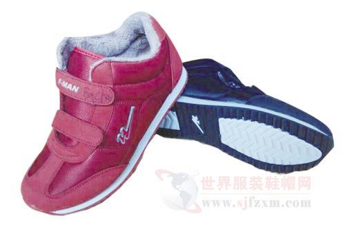 """青岛双星名人率先引进发达国家""""老人鞋""""的生产专利,并根据中国老年人"""