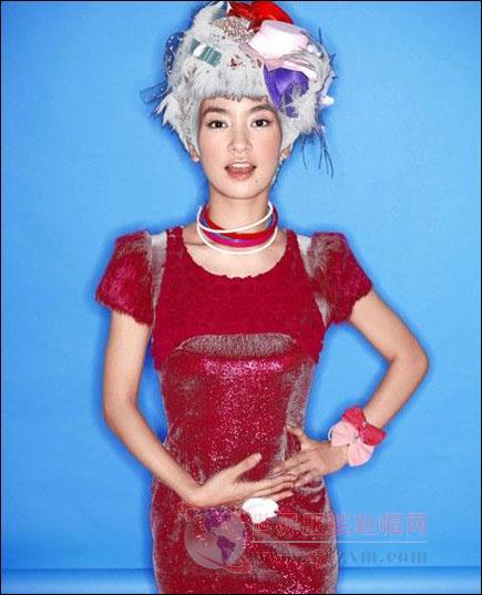 新还珠格格 小燕子李晟时尚女装变身糖果姐姐