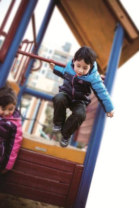 阿迪达斯儿童冬季羽绒服系列温暖上市