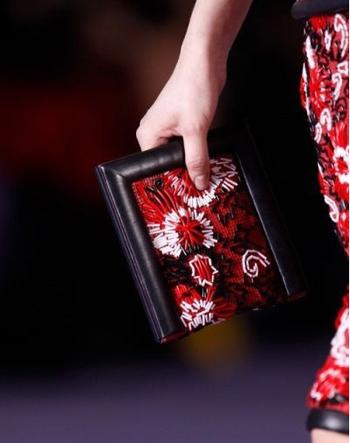 初秋服装搭配潮流饰品的流行趋势