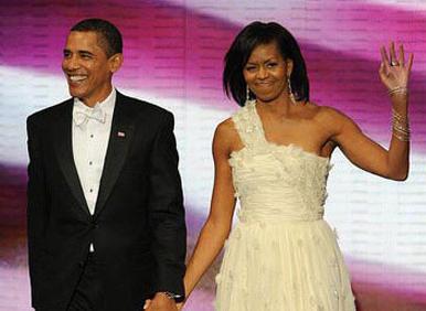 美第一夫人米歇尔穿衣万众瞩目     设计师往白宫寄衣服