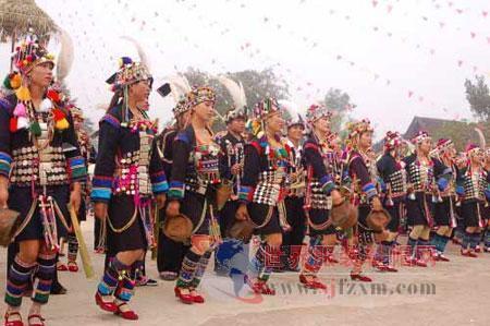 中国哈尼族服饰文化展在沪开展