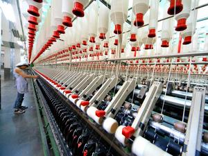 棉纱出疆运费补贴上调  多重政策红利惠及新疆纺织服装业