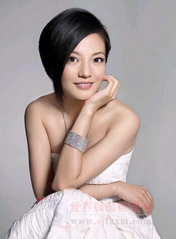 赵薇的时尚妆容和服饰展示