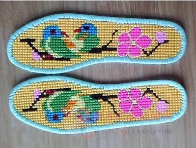 十字绣鞋垫流行 不妨也给自己的鞋垫配一副