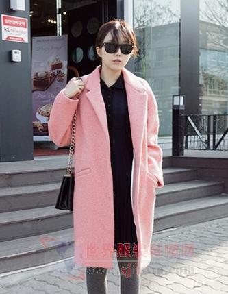 浅粉色呢子大衣,宽松裁剪百搭有型
